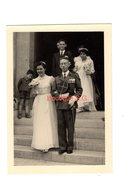 Photo Mariage Homme Femme Uniforme Militaire Medaille Robe Bouquet Escalier Enfant 13x9 Cm - Anonymous Persons