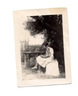 Photo Femme Jardin Cours Robe Nature 1933 Tour Foudue 9x6,5 Cm - Anonymous Persons