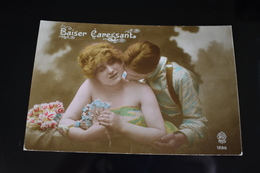 B761 Couple Gallant Love Romantic Baiser Caressant - Coppie