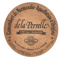 ETIQUETTE De FROMAGE..CAMEMBERT De NORMANDIE De LA PERELLE..DSL à CAMBREMER ( Calvados 14) - Fromage
