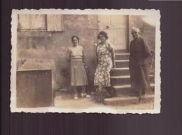 Photo ( 8.5 X 6 Cm ) 3 Femmes Au Pied D'un Escalier - Places