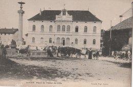 LEVIER (25). Place De L'Hôtel De Ville. Vaches Venant Boire à La Fontaine - France