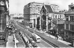CHEMINS De FER - TRAMWAY En 1er Plan à LYON Pl. Des Cordeliers - Eglise Bonavent CPSM Dentelée N/B Format CPA 1964 - Tramways
