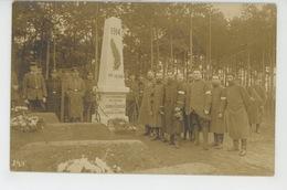 ALLEMAGNE - SAXE - Belle Carte Photo Du Camp De Prisonniers De KOENIGSBRUECK Avec Monument Aux Morts Français - Koenigsbrueck