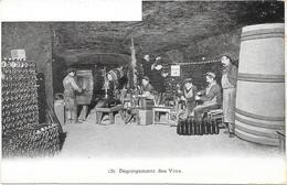 EPERNAY : DEGORGEMENT DES VINS - Epernay