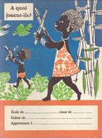 A Quoi Jouent-ils ? Réponse Au Dos  , Protège Cahier  ///   Juin   20 ///  Ref.  11.520 - Book Covers