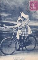 85. LES SABLES D'OLONNE. CPA. PETITES SABLAISES. LA LECON DE BICYCLETTE. ANNEE 1937 +  TEXTE - Sables D'Olonne