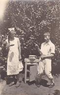 COUPLE, DEUX HOMMES, HUMOUR HUMOR. SCHEIDEGG, ALLEMAGNE PHOTO POSTALE CIRCA 1910's NON CIRCULEE, RARE -LILHU - Landau