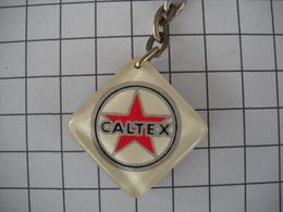 1099 Porte Clefs CALTEX  Station Automobile Marque Disparue Au Verso St Christophe - Schlüsselanhänger
