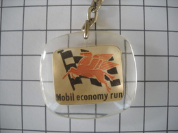 1117   Porte Clefs MOBIL  Mobil Economy  Run  Drapeau Damier Cheval Ailé Automobile    Station - Schlüsselanhänger