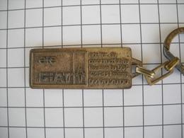 1131   Porte Clefs  GIAT 42 Roanne Véhicules Engin Blindé Chars D'assaut - Schlüsselanhänger