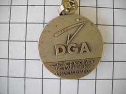 1133   Porte Clefs  DGA  Centre D'archive De L'armement De CHATELLERAULT 86 - Schlüsselanhänger
