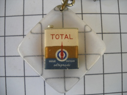 1087 Porte Clefs TOTAL Bidon Huile Moteur Altigrade   Automobiles - Schlüsselanhänger