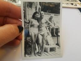 Photo Originale Femme Homme Torse Nu En Maillots De Bain A La Plage Annee  50 - Erotiques (...-1960)