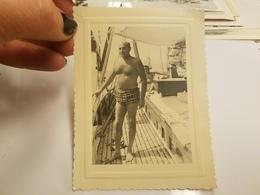 Photo Originale  Homme Torse Nu En Maillots De Bain A La Plage Annee 50 - Pin-up