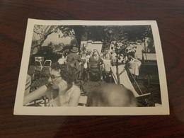 Photo Originale Prise A EVRAN 1958 Fete  Repas Familial - Lieux