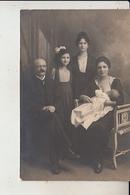 CARTE  PHOTO  FAMILIALE -  Femme Allaitant Et La Famille..1919 - Altri