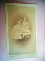 PHOTO CDV 19 EME MARIE PELTIER VALENTINE JOUSSELIN JEUNES FILLES  MODE Cabinet JAUNASSE A CHATEAU GONTIER MAYENNE - Photos