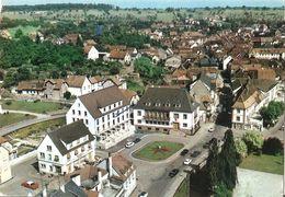 67 - En Avion Au Dessus De...Niederbronn Les Bains : Place De L'Hôtel De Ville - Niederbronn Les Bains