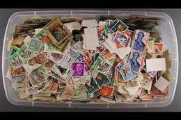 """WORLD """"OFF PAPER"""" KILOWARE- MOSTLY S COUNTRIES A (shoe Box Sized) Plastic Box With Over 1kg Of Loose Stamps, At A Glanc - Postzegels"""