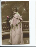 Glamour Postcard French   Young Lady Unused - Mode