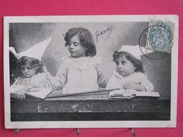 Enfants Jouant à L'école - Bonnet D'âne - 1904 - Recto Verso - Gruppen Von Kindern Und Familien