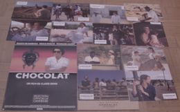 AFFICHE CINEMA ORIGINALE FILM CHOCOLAT + 12 PHOTOS EXPLOITATION CLAIRE DENIS CLUZET 1988 TBE - Posters