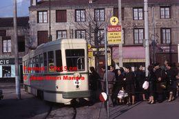 ReproductionPhotographie De Passagers Montant Dans Le Tramway PCC Ligne 4 à Saint-Etienne En 1966 - Reproductions