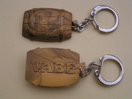 PORTE CLEFS VABÉ TONNEAU EN RELIEF - Key-rings