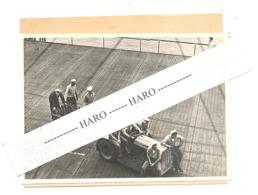Photo ORIGINALE - Guerre 40/45 - Pacific - Sur Le Pont Du Porte-avions USS Bennington - Tracteur, Bombe,...US - 1939-45