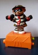 Objet  McDonald's  Sportif Zorro  De 1993  ( Petite Manivelle Pour Faire L'animation ) - McDonald's