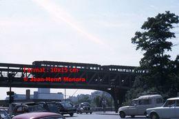 ReproductionPhotographie D'une Vue Du Métro Ligne 6 Passant Sur Un Pont à Paris En 1966 - Reproductions