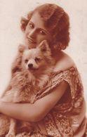Chien. Pomeranian. Spitz. Hunde  Femme  Cani  Old Dog Postcard  Cpa.. 1926 - Hunde