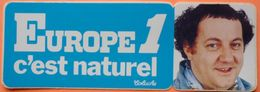 AUTOCOLLANT STICKER - RADIO EUROPE 1 C'EST NATUREL - COLUCHE - Aufkleber