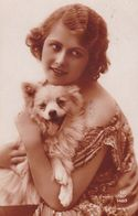 Chien. Pomeranian. Spitz. Hunde  Femme  Cani  Old Dog Postcard  Cpa. 1925 - Hunde