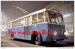 Reproduction D'une Photographie D'un Ancien Bus Trolley Vetra TF26 De 1948 - Reproductions