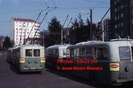 ReproductionPhotographie D'un Parc De Trolley Bus Avec Publicité Novemail En Dépôt à Saint-Etienne En 1966 - Reproductions