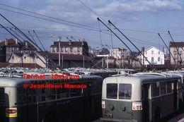 ReproductionPhotographie D'une Vue D'un Parc De Trolley Bus En Dépôt à Saint-Etienne En 1966 - Reproductions