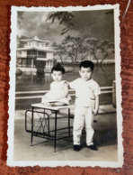 MONTAGE PHOTO SNAPSHOT VIETNAM INDOCHINE ENFANT TEMPLE  ETHNIC SAIGON SURREALISME PHOTOMONTAGE SURRELISM - Photographs