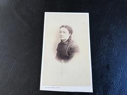 CDV PHOTO Dame En Robe Noire - HUCHET & TOYE - LYON - Anciennes (Av. 1900)