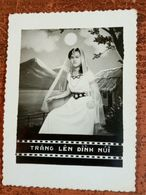 MONTAGE PHOTO SNAPSHOT VIETNAM INDOCHINE INDIAN GIRL LUNE MOON TRANG LEN SAIGON SURREALISME PHOTOMONTAGE SURRELISM - Personalidades Famosas