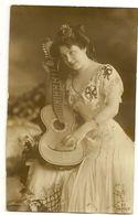 639 - Jeune Dame Et Guitare - Louise Schäfer - Musique Et Musiciens