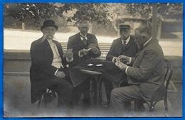 CPA CARTE PHOTO : Joueurs De Cartes (une Bonne Main...) ** A Jouer Belote... - Playing Cards