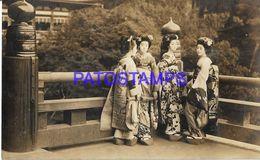 134807 JAPAN  COSTUMES GROUP GEISHA POSTAL POSTCARD - Giappone