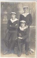 3 FUSILIERS MARINS ET PETIT CHIEN     CARTE PHOTO MONTAGE - Guerre, Militaire