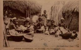 AFRIQUE OCCIDENTALE..SENEGAL..FEMMES SEINS NUS...CPA ANIMEE - Afrique Du Sud, Est, Ouest