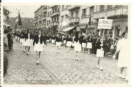 PHOTO A IDENTIFIER....   MAJORETTES DE VILLEFRANCHE ( LES HIRONDELLES ) DEFILE A IDENTIFIER - Postcards