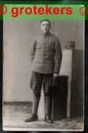 NEDERLANDSE Soldaat Rond 1914. Op De Cap Staat Het Getal 20 - Pays-Bas