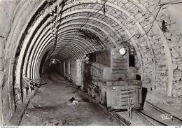 Mine - N°64426 - La Mine En Activité 7 - Grand Roulage. Locomotive Diesel Attelée à Une Rame De Berlines De 3000 Litres - Mines