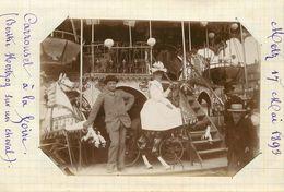 METZ  - à La Foire, Carrousel , 17 Mai 1893 (photo Format 11,8cm X 8,4cm Environ). - Places